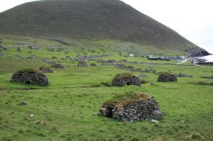 View of the Cleitean used to keep food on Hirta - Photo Gajtalbot - Flickr