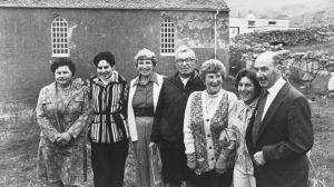 Rachel Johnson, troisième à partir de la droite, avec d'autres habitants de St Kilda pendant une visite anniversaire à Hirta en 1980 ©National Trust for Scotland