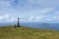 Au loin, on peut admirer la silhouette de Boreray et des Stacs. ©Camille Peney