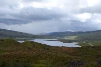 Vue sur les lochs depuis le chemin vers le Storr ©Camille Peney