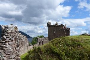 Promenade au milieu des ruines de Urquhart Castle ©Camille Peney