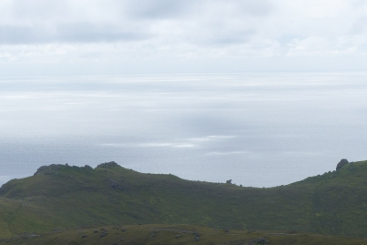 Du sommet de St Kilda, ciel et mer se confondent... ©Camille Peney