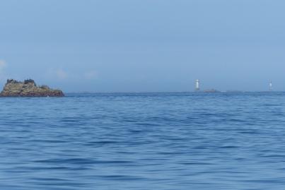 La chaussée de Sein. Tout au fond, la silhouette du phare d'Ar-Men ©Camille Peney