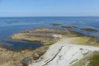 Vue depuis le grand phare : sur la ligne d'horizon, le phare de Tévennec et le continent ©Camille Peney