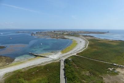 Vue sur l'île de Sein depuis le grand phare ©Camille Peney